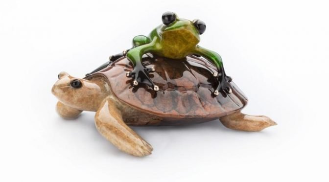 Easy Rider – a frog with tortoise sculpture